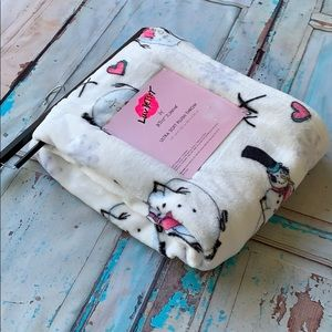 Betsey Johnson Bedding - 🆕💋BETSEY JOHNSON💋⛄️Utra Soft Plush Throw